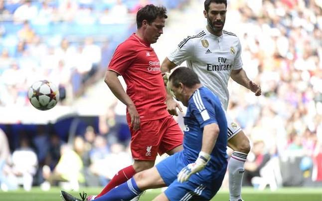 buyo-azul-una-accion-durante-partido-este-domingo-entre-las-leyendas-del-real-madrid-contra-las-del-liverpool-1434310913157