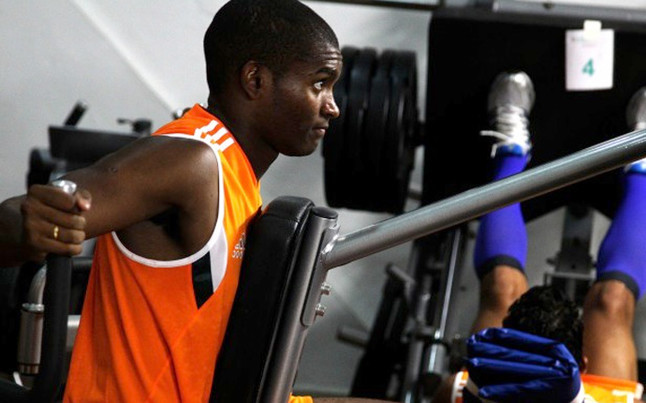 marlon-santos-durante-una-sesion-entrenamiento-gimnasio-con-fluminense-1434294052170