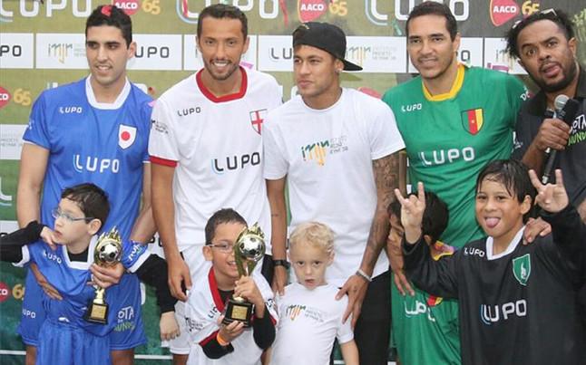 neymar-durante-acto-solidadrio-1436302954987